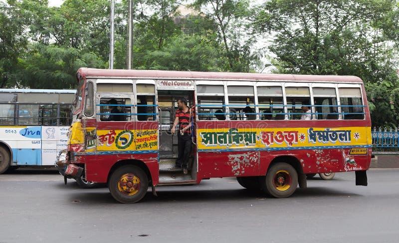 Download 政府奔跑公共汽车在加尔各答,印度 编辑类库存图片. 图片 包括有 传统, 人们, 加尔各答, 城市, 安排 - 62528794