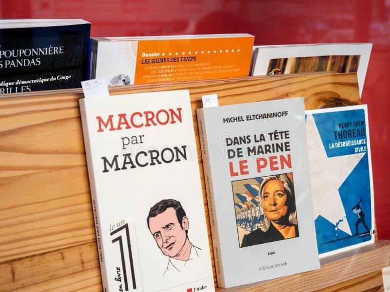 政治书在图书馆商店 库存照片