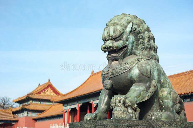故宫的古铜色狮子监护人,北京 免版税图库摄影