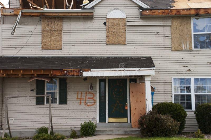 故障被毁坏的家庭房子风暴龙卷风风 免版税库存照片