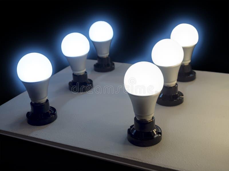 效率照明设备的LED电灯泡 免版税库存图片