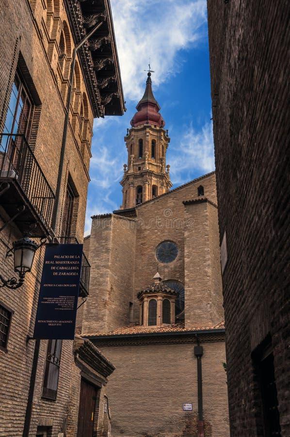 救主或La Seo de萨瓦格萨的大教堂是一只罗马猫 库存图片