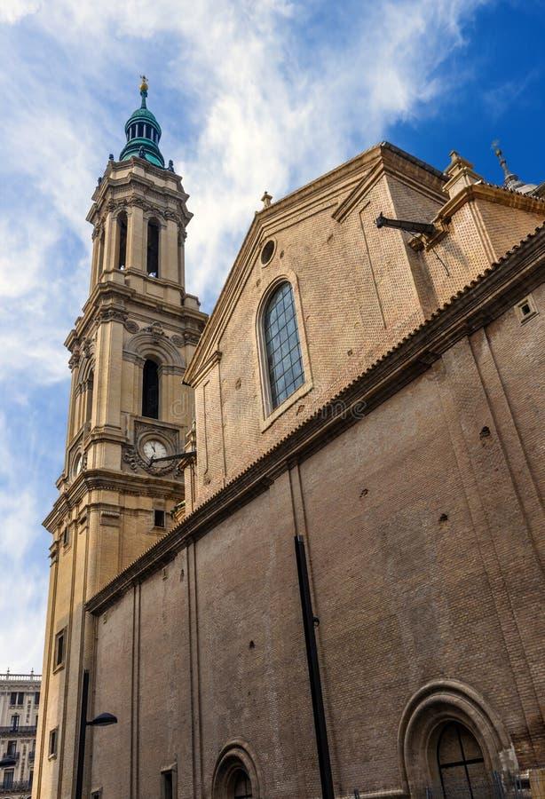 救主或La Seo de萨瓦格萨的大教堂是一只罗马猫 免版税库存图片