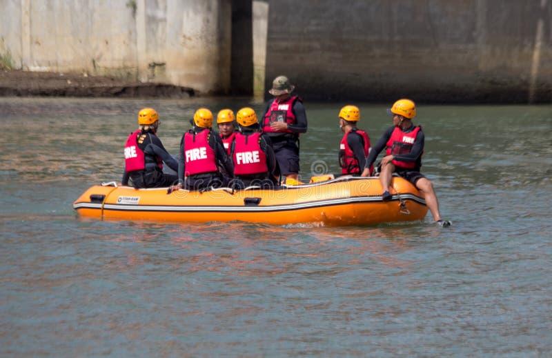 救助艇在卡加延德奥罗市,棉兰老岛 库存照片