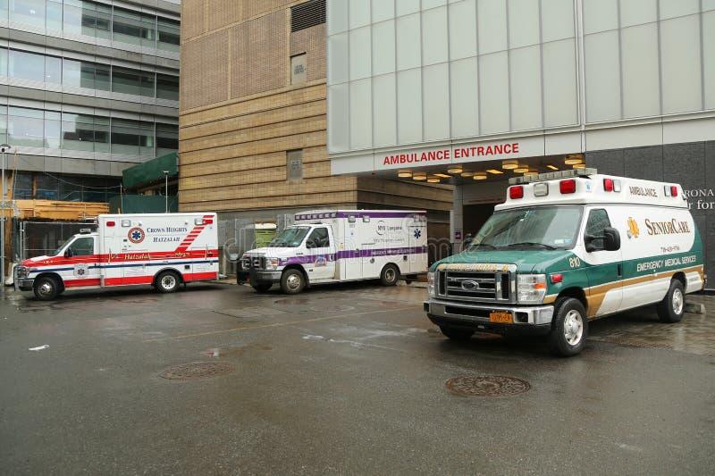 救护车停放了在NYU Langone医疗中心在曼哈顿 免版税库存图片