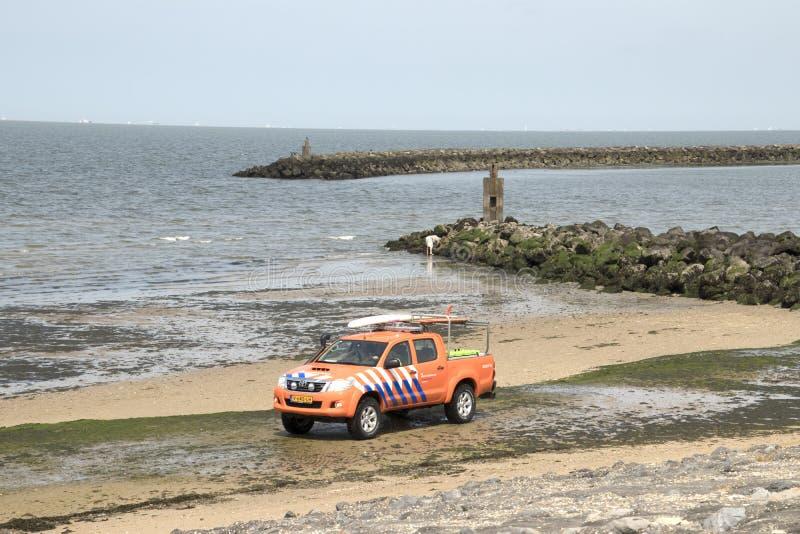 救护队巡逻在Brouwersdam的北海 免版税库存照片