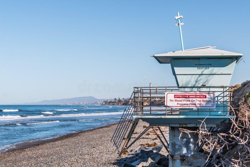 救生员塔特写镜头在南卡尔斯巴德国家海滩的 免版税图库摄影