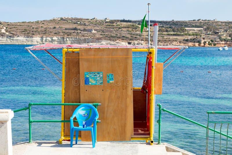 救生员驻地在,圣托马斯海湾, Marsascala,马耳他 免版税库存图片