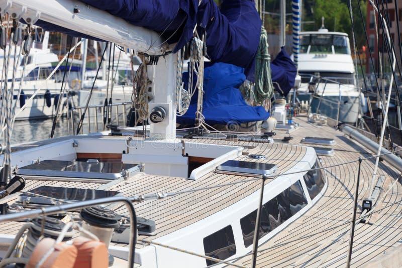 救生艇甲板柚木树 库存图片