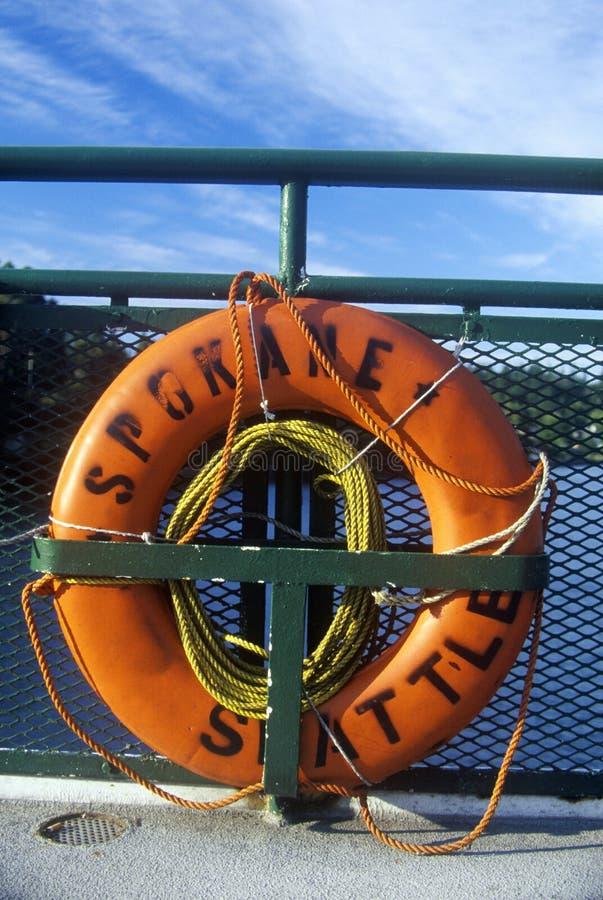 救生衣在船上轮渡到Bainbridge海岛, WA 免版税库存照片