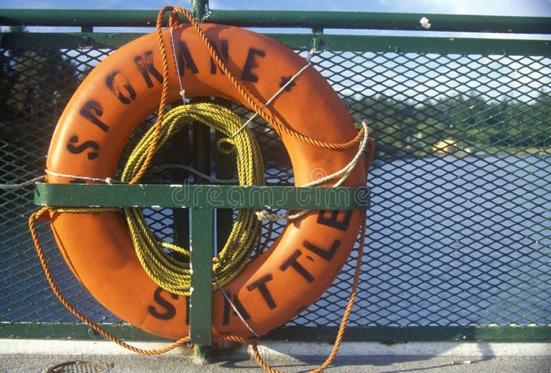 救生衣在船上轮渡到Bainbridge海岛, WA 库存照片