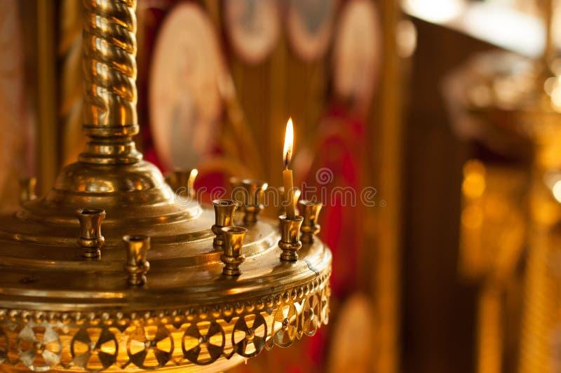 教会与一个蜡烛的蜡烛台 免版税库存照片