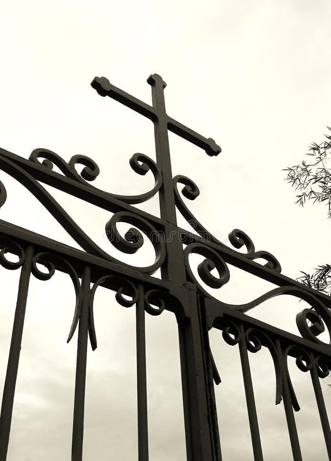 教会交叉门剪影 图库摄影