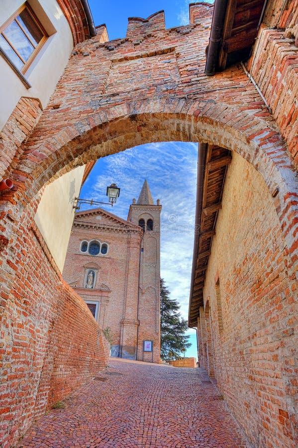 教会和古老段落,意大利。 库存照片