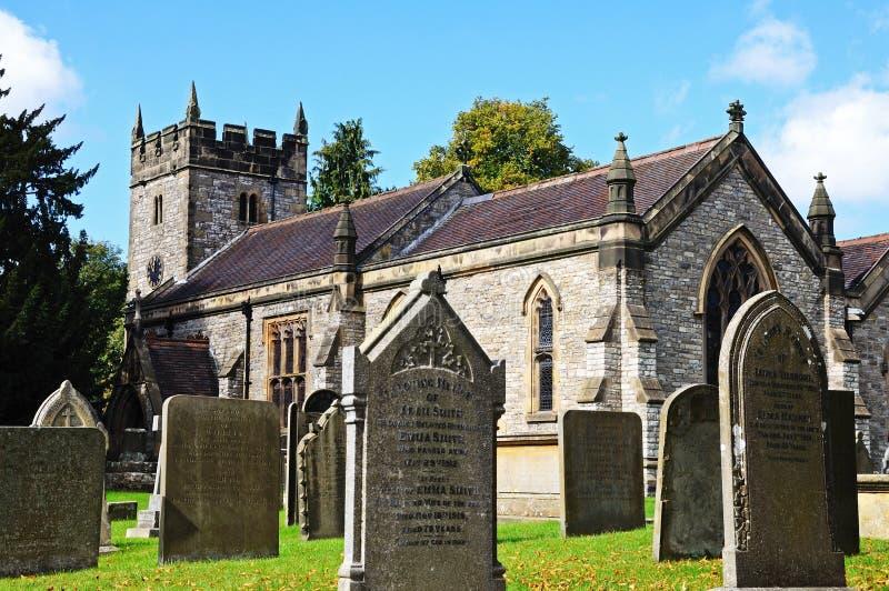 教会和墓碑,阿什富德在这水 免版税库存照片