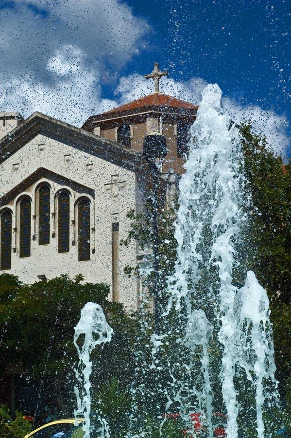 教会喷泉 免版税库存照片