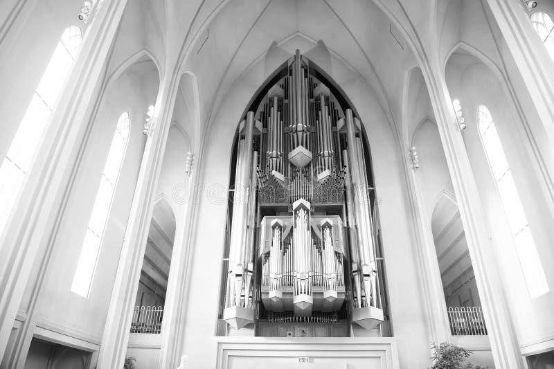 教会器官烟筒 在大教堂内部的管风琴 音乐和乐器 宗教或崇拜和 免版税图库摄影