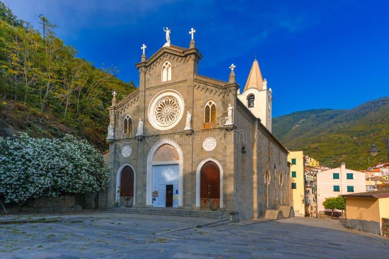教会圣乔瓦尼巴蒂斯塔,里奥马焦雷,意大利 免版税库存照片