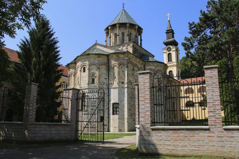教会圣尼古拉斯在诺沃Hopovo修道院在弗鲁什卡山国立公园,塞尔维亚 图库摄影