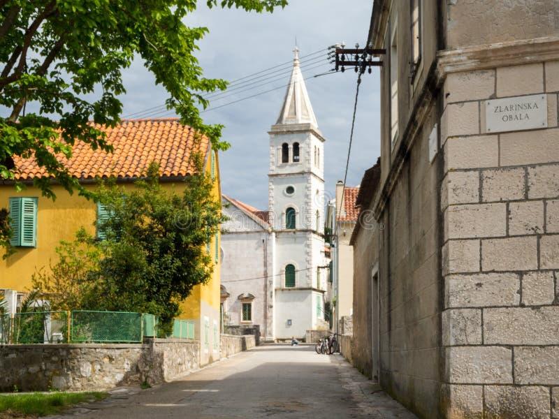 教会在一个村庄在克罗地亚,兹拉林岛海岛 免版税库存照片