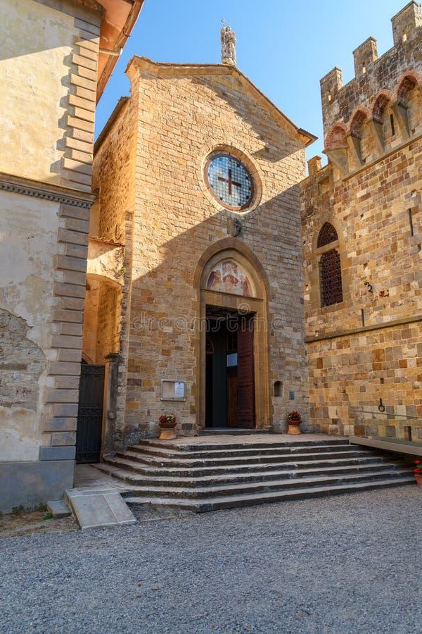 教会在巴迪亚di Passignano,圣米谢勒阿尔坎杰洛Passignano修道院是历史的本尼迪克特的修道院 托斯卡纳 意大利 免版税库存照片