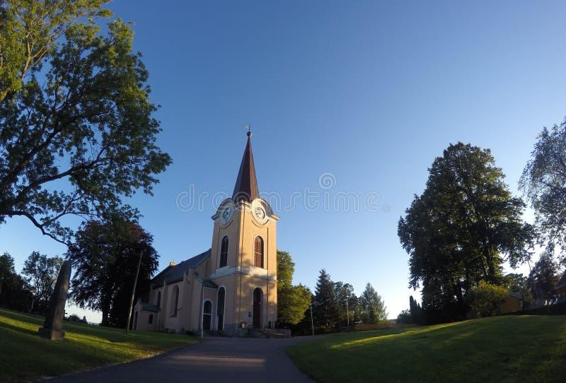 教会在挪威有蓝天背景 免版税库存照片