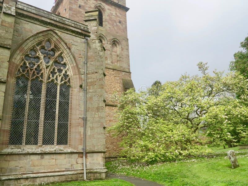 教会在春天 免版税库存图片