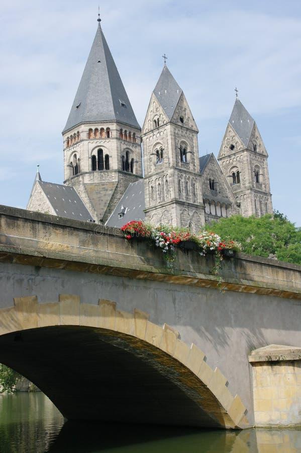 教会在法国村庄 免版税库存照片