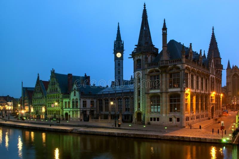 教会在Graslei港口在跟特,比利时 免版税库存图片
