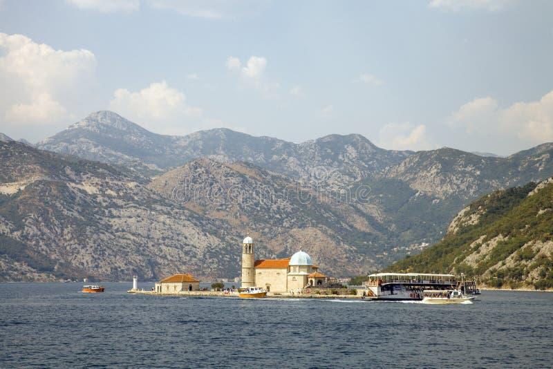 教会夫人我们的岩石 海湾kotor montenegro 免版税库存照片