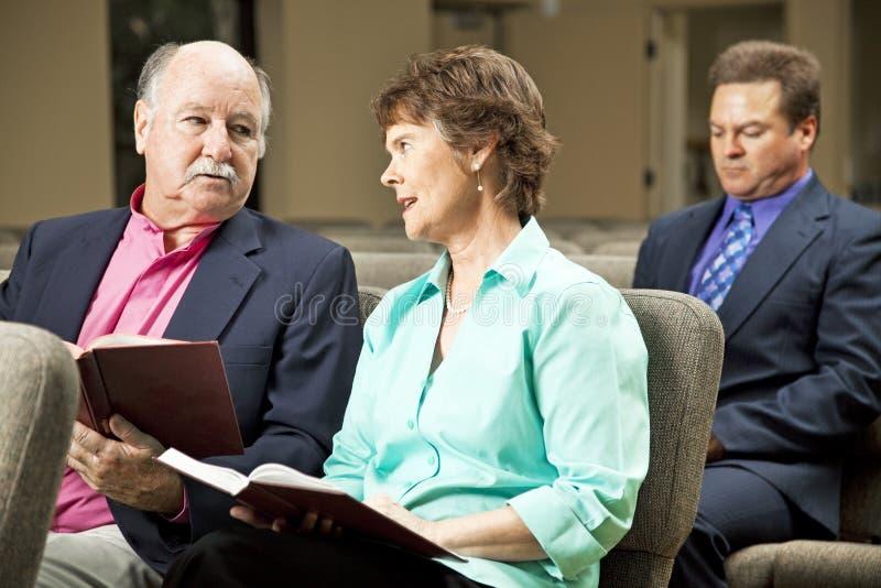 教会夫妇成熟 免版税库存照片
