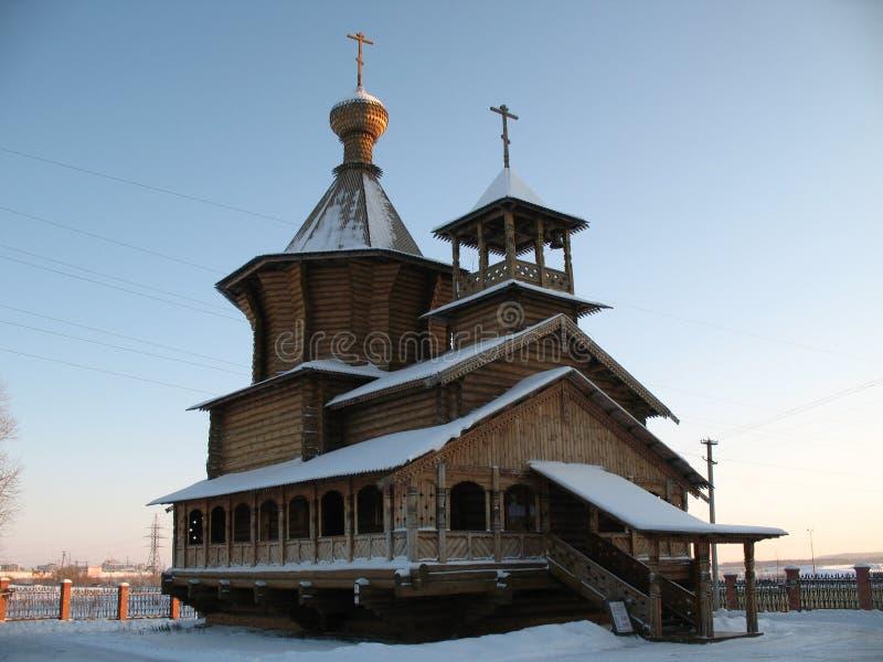 教会清楚的天的surgut冬天 库存照片