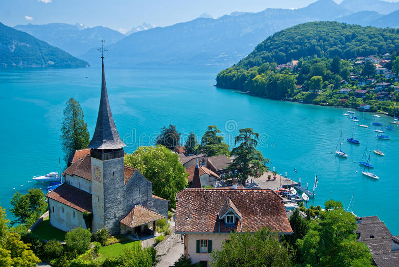 教会湖spiez瑞士thun 库存图片