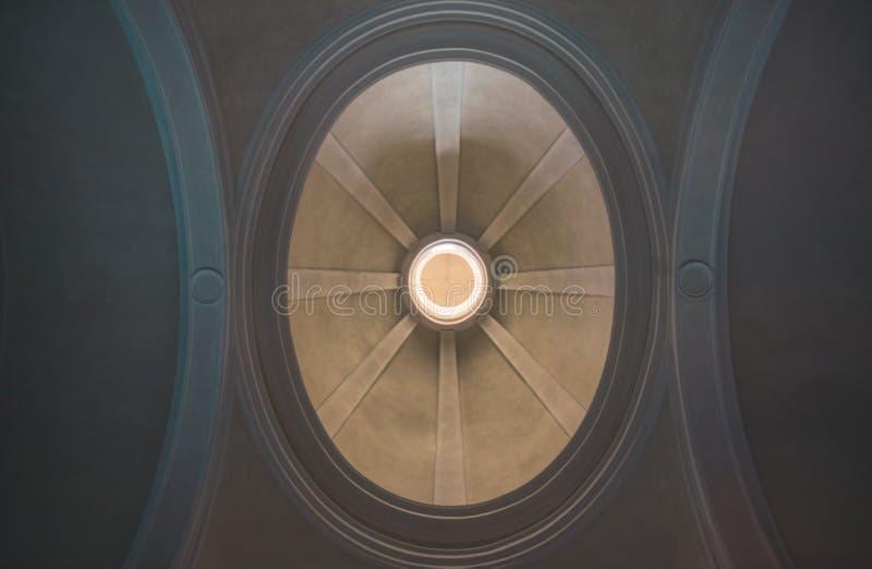 教会的圆顶从下面 图库摄影