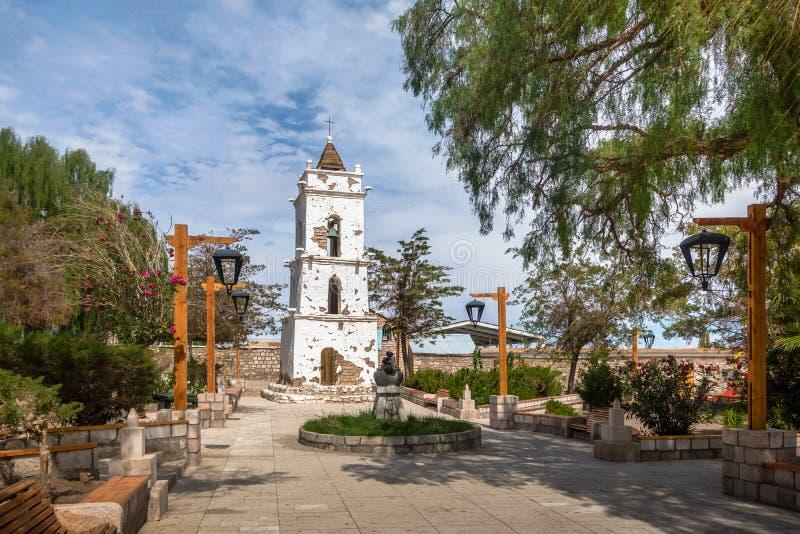 教会的钟楼Toconao村庄大广场的- Toconao,阿塔卡马沙漠,智利 免版税库存照片