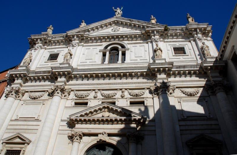 教会的门面有九个雕象的在威尼斯 免版税库存照片