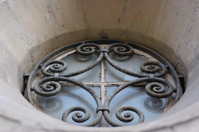 教会窗口锻铁 库存图片