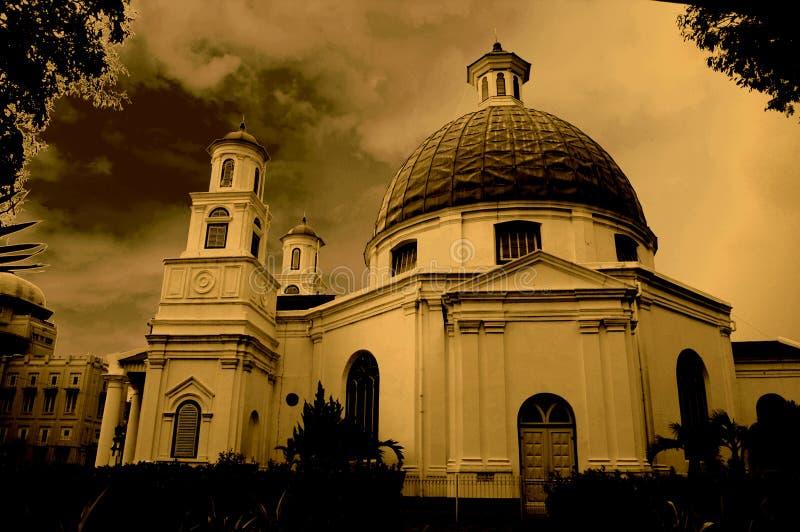 教会被塑造的圆顶屋顶 免版税库存照片