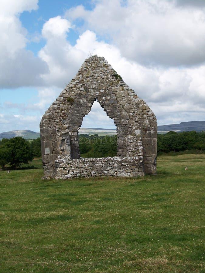教会被破坏的墙壁 免版税库存照片