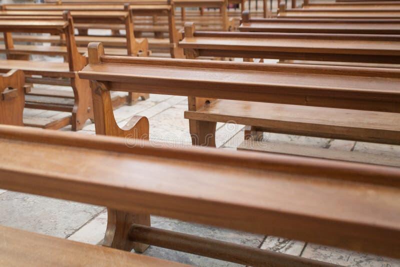 教会长凳 免版税库存图片