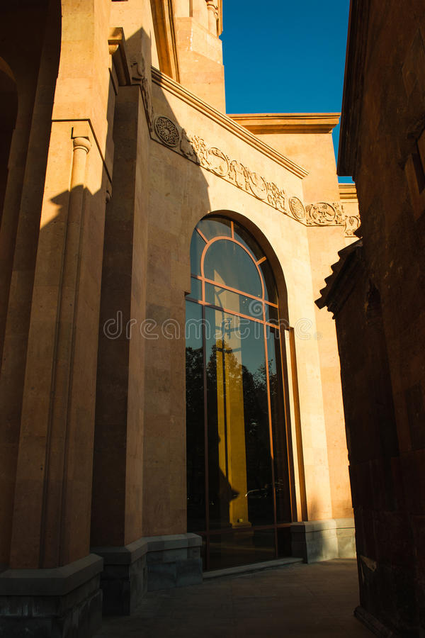 教会高形成弧光的窗口 圣安那教会 亚美尼亚建筑学 耶烈万市中心,亚美尼亚 宗教背景 外部c 免版税库存照片