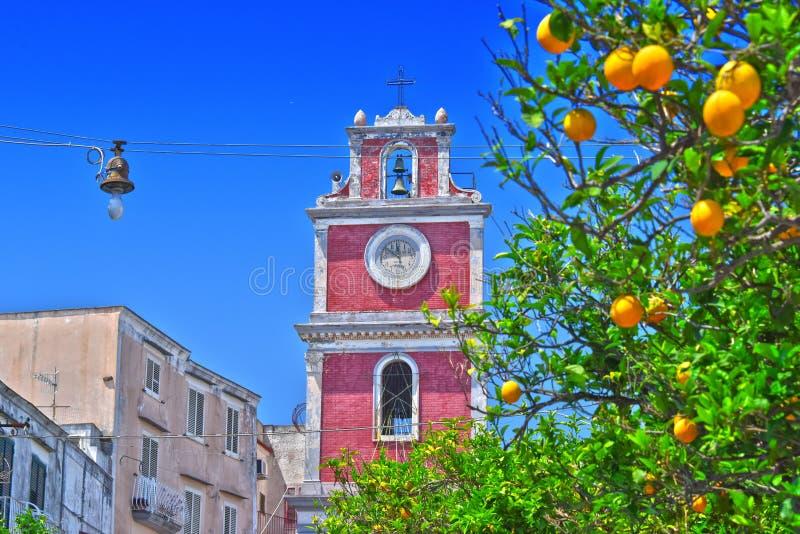 教会Parrocchia SS 在普罗奇达海岛,意大利上的安农齐亚塔 库存图片