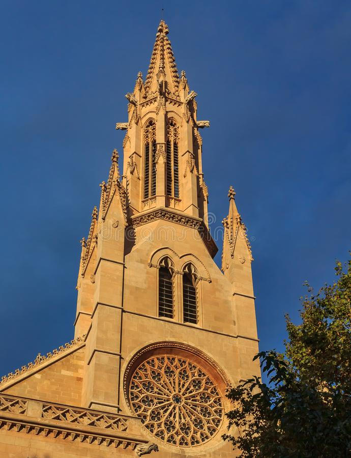 教会Parroquia de圣诞老人尤拉莉亚,四个最旧的教会之一的华丽哥特式窗口在帕尔马在马略卡 库存图片