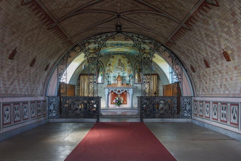 教堂中殿导致法坛在意大利教堂, Orkneys,苏格兰里 图库摄影
