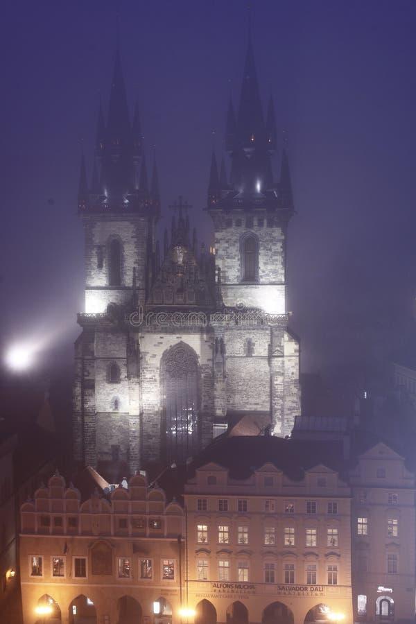 教堂有雾的布拉格tyn 免版税库存照片