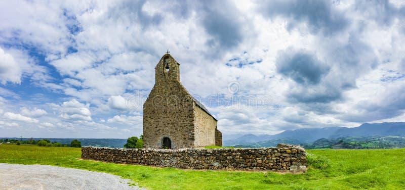 教堂Notre贵妇人deRoumé在法国比利牛斯 免版税图库摄影