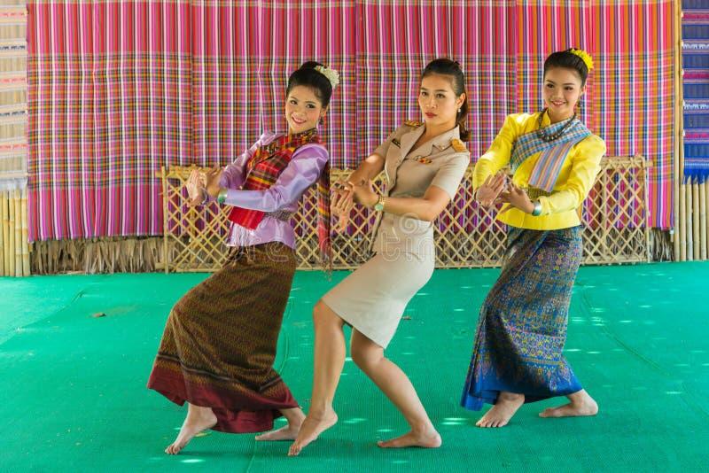 教她的传统东北部的美丽的老师学生 免版税图库摄影