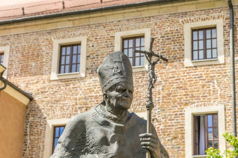 教宗若望保禄二世雕象Wawel的在克拉科夫 免版税库存图片