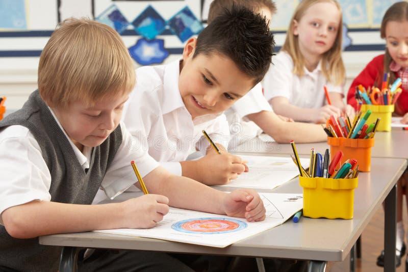 教室主要学童工作 图库摄影