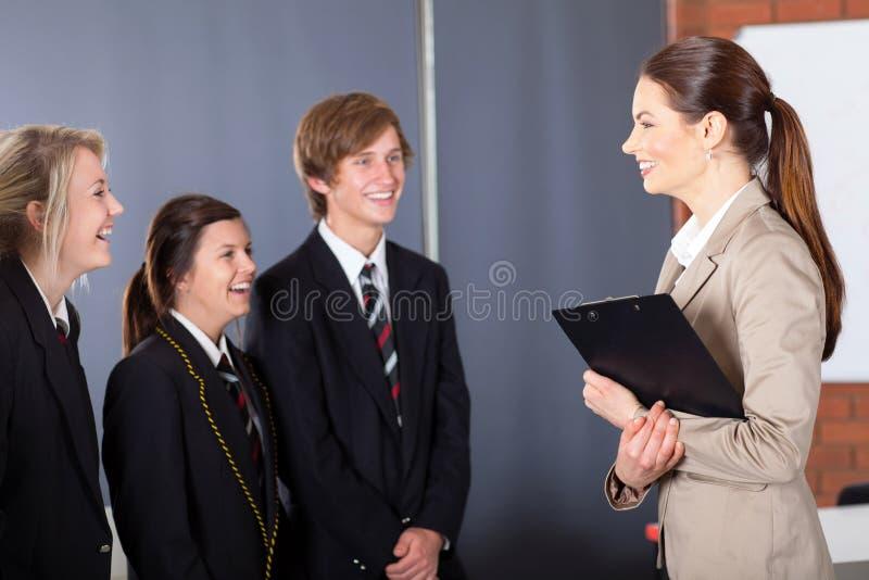 教师联系与学员 库存照片